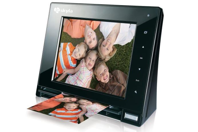 Skyla Memoir FS80 scanning digital photo frame
