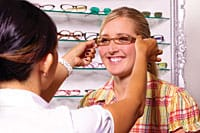 Choosing glasses with optician