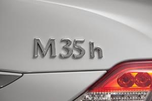 At 1,885kg, the Infiniti M35h isn't light