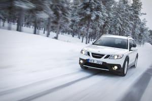 Skoda driving through snow