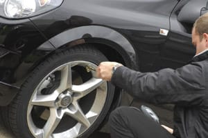 Inflating car tyre