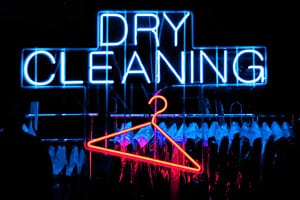 Independent dry cleaners logo