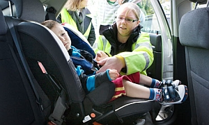 Checking the fit of child car seats