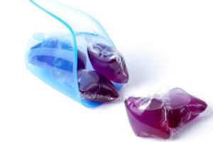 Liquid detergent capsules