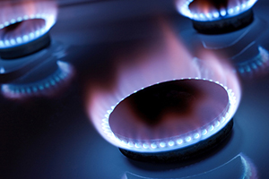 Eon cuts gas prices
