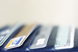 credit cards lined up neatly in black wallet