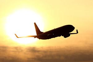 Aeroplane-flying-towards-the-sun