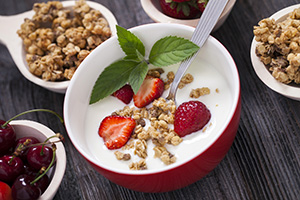 yoghurt with fruit and granola