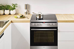 Picture of a freestanding cooker in a home