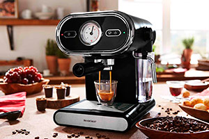Lidl coffee machine making an espresso