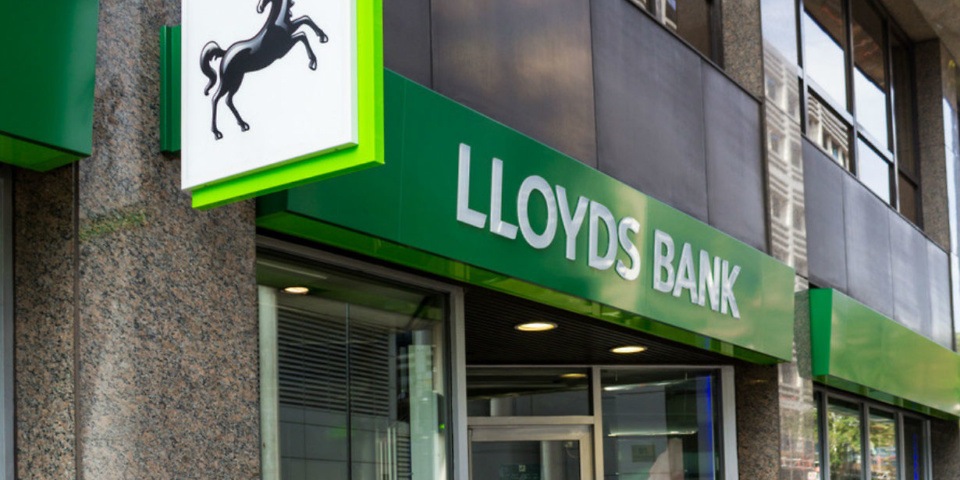 Lloyds Bank and Bank of Scotland to cut current account interest
