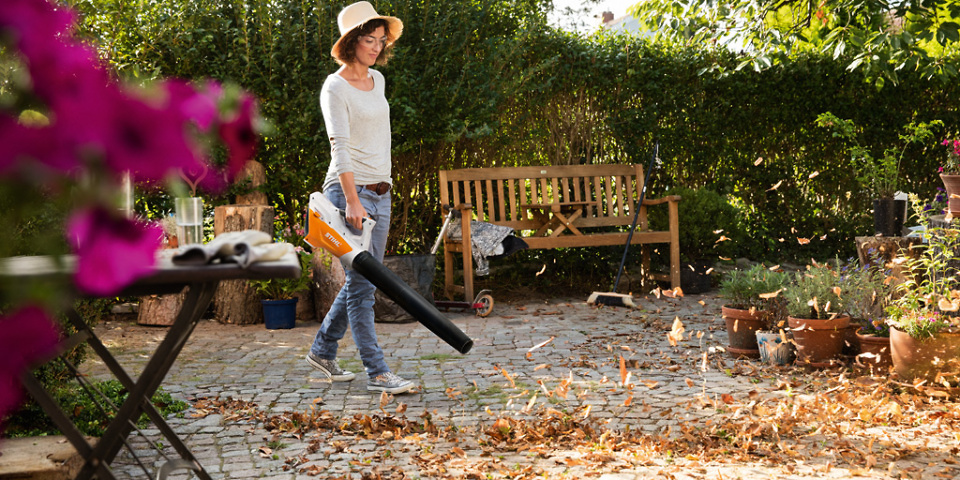 Can Stihl's £99 cordless leaf blower clear up your garden this autumn?