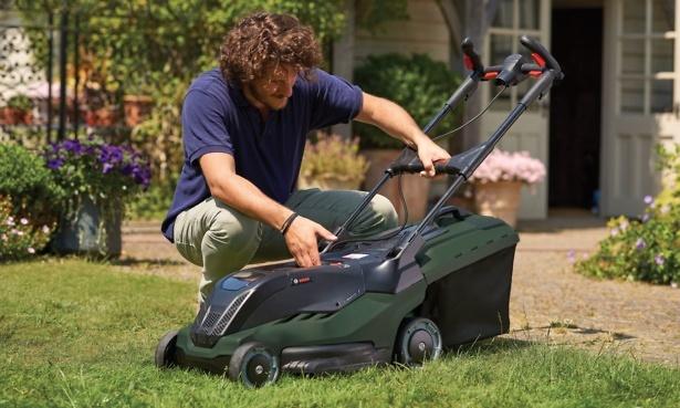 Bosch Advanced Rotak lawn mower