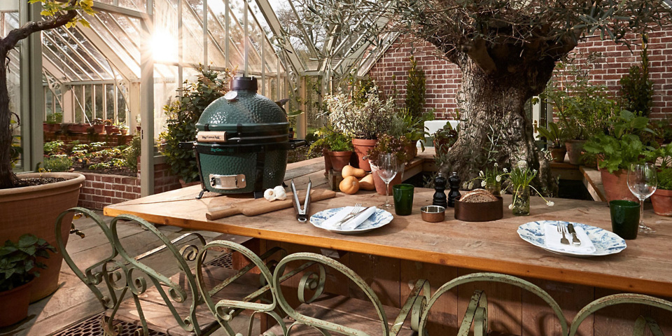 How does the Big Green Egg compare with ordinary charcoal BBQs?