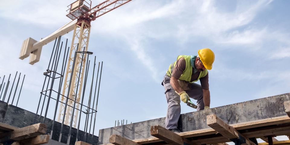 Industry body calls for builders' licences to protect consumers from rogue traders
