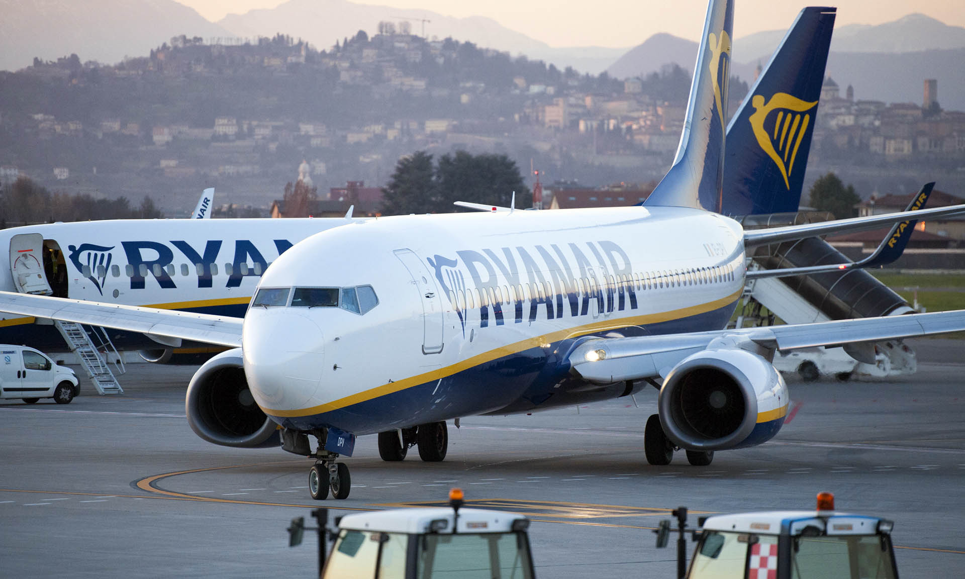 Coronavirus: Ryanair offers rescue flights as fleet is grounded until June - Aviation Business News