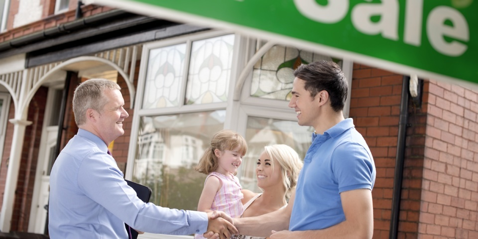 Lloyds Bank launches 100% mortgage: how does it work?