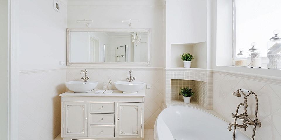 A luxurious modern bathroom