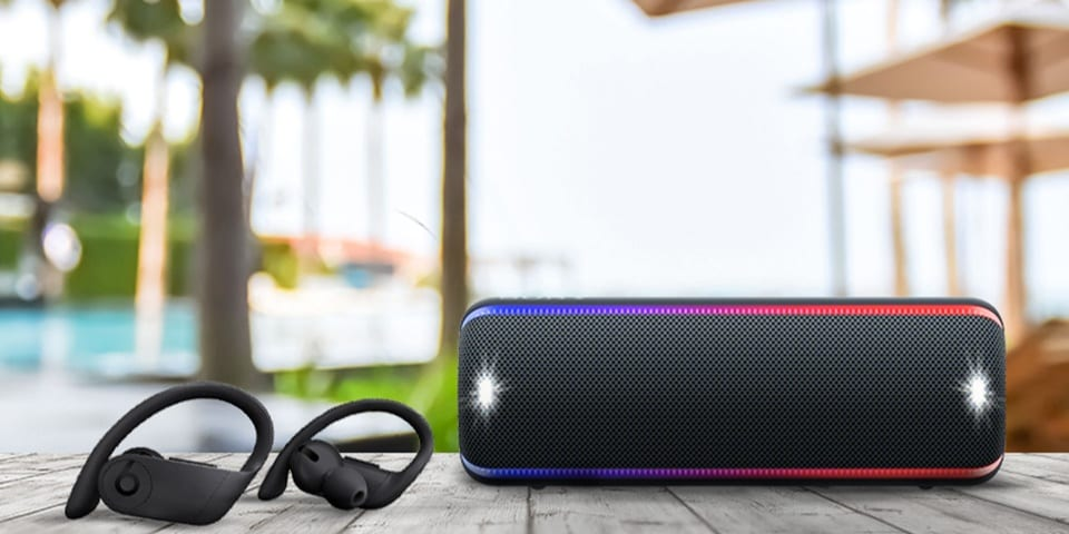 Speaker atau headphone, lebih baik yang mana?