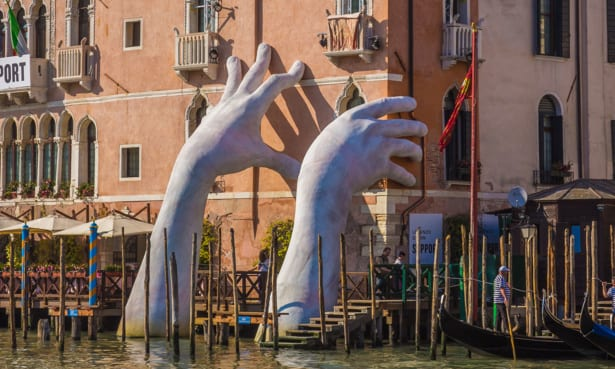An art installation by Lorenzo Quinn highlights the issues Venice is facing