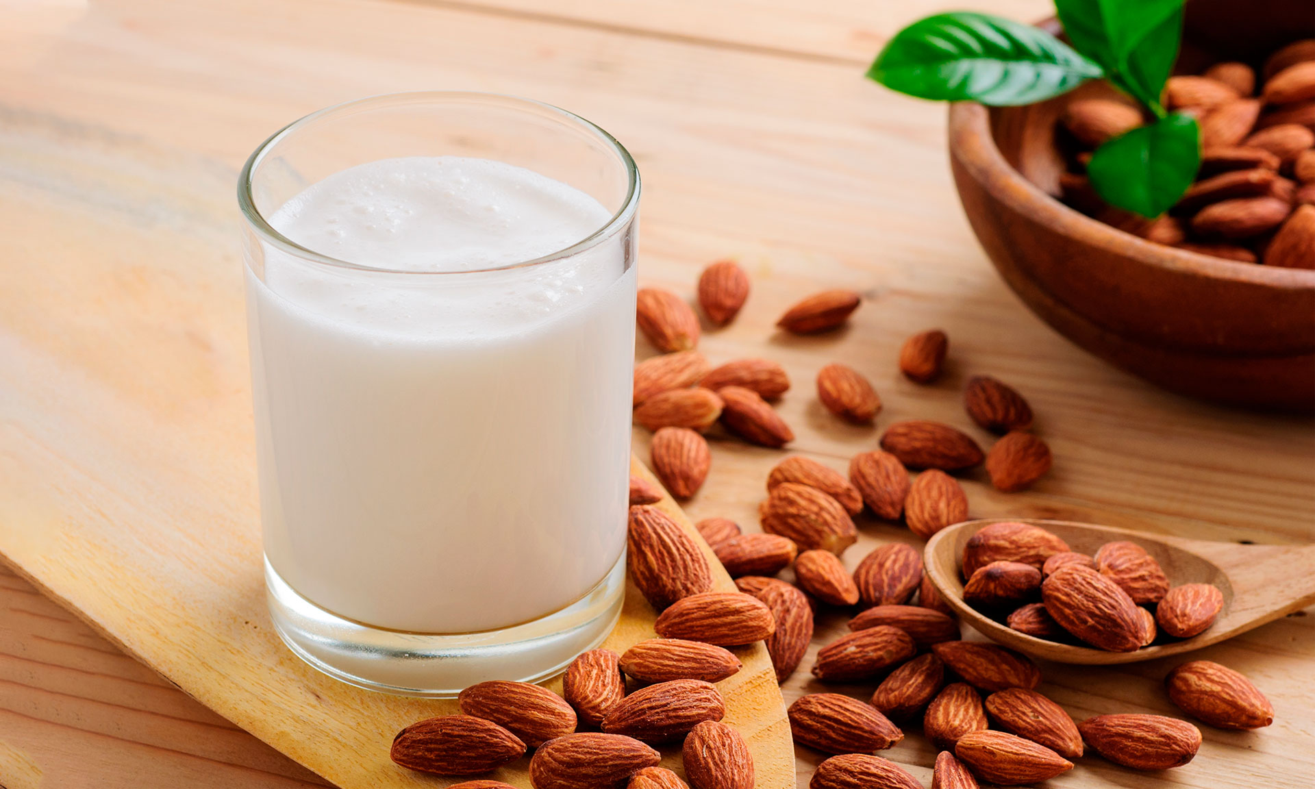 10 things you need to know if you're drinking almond milk
