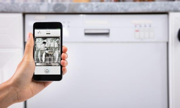Smart dishwasher with smartphone