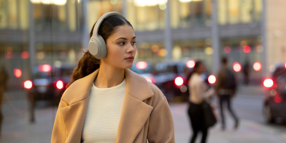 Sony WH-1000XM4 vs Samsung Galaxy Buds Live: how much should you spend for good wireless headphones?