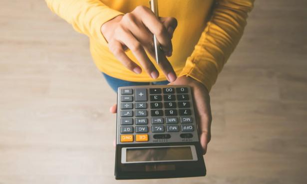 hand holding calculator