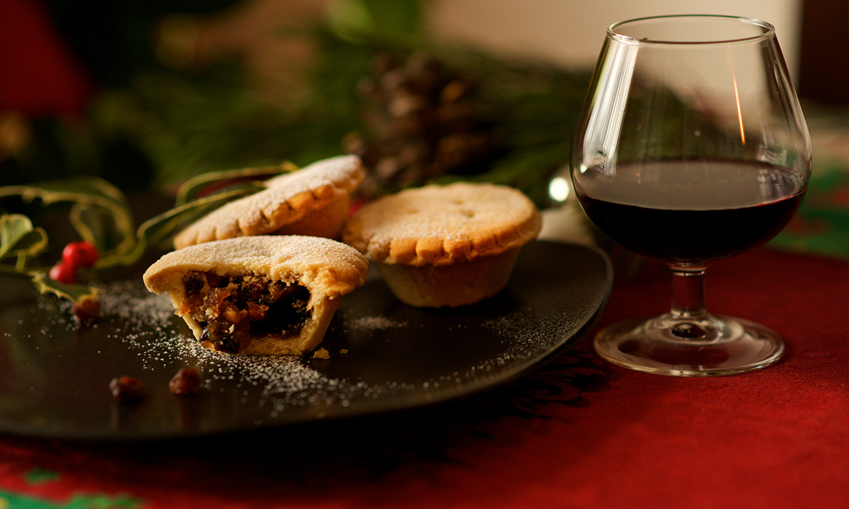 Wine with mince pies