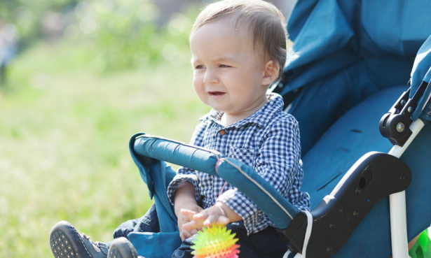Baby stat in buggy while not wearing a harness
