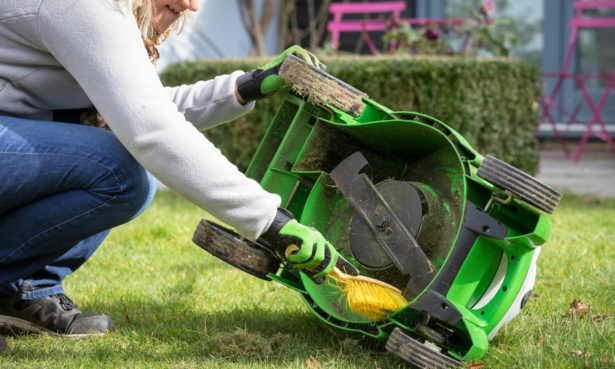 Cleaning a lawn mower