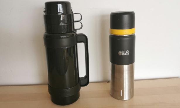 Fixed handle versus textured coating vacuum flask